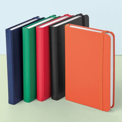 Block-notes in sughero A5 Napa. Block-notes in formato A5 con copertina in sughero ed elastico e nastro neri